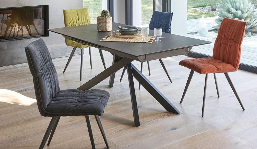 TABLE RECTANGULAIRE , PIED CENTRAL, DESSUS CERAMIQUE AVEC ALLONGES